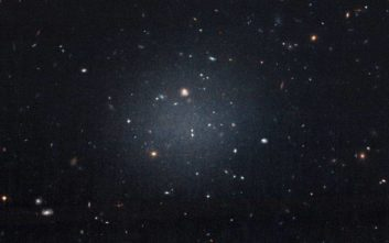 Ο μεγάλος «φαντομάς» του σύμπαντος που συγκρατεί σαν «κόλλα» τους γαλαξίες