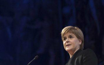 Η πρωθυπουργός της Σκωτίας Νίκολα Στέρτζον αποχωρεί από εκδήλωση με τον Στιβ Μπάνον