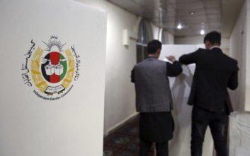 Εκλογές με οδοφράγματα και βαριά οπλισμένους άνδρες στο Αφγανιστάν