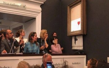 Έργο του Banksy έγινε κομμάτια την ίδια στιγμή που το αγόραζε άγνωστος σε δημοπρασία
