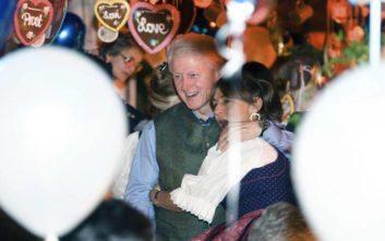 Στο Oktoberfest Μπιλ και Χίλαρι Κλίντον