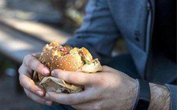 Κόπρανα σε οθόνες αφής μεγάλης αλυσίδας fast food
