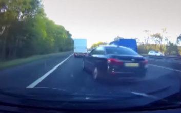 Η παράτολμη ενέργεια του οδηγού λίγο έλειψε να οδηγήσει σε ατύχημα