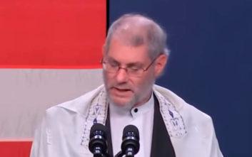 Αμφιλεγόμενος ραβίνος επικαλείται τον… Ιησού στην ομιλία του για τo μακελειό της συναγωγής
