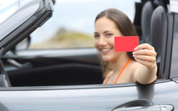 Γιατί η ασφάλεια αυτοκινήτου μπορεί να γίνει το καλύτερο δώρο για ένα αγαπημένο σας πρόσωπο