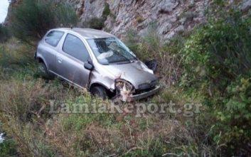 Αυτοκίνητο εξετράπη της πορείας του και έπεσε σε χαντάκι στο Μπράλο