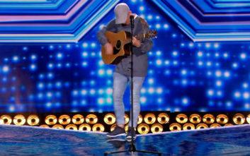 Η... άτυχη στιγμή διαγωνιζόμενου του «X Factor» στη σκηνή
