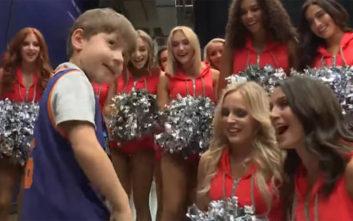 Το χαμόγελο επέστρεψε στο πρόσωπο του 6χρονου που γιόρτασε μόνος τα γενέθλιά του