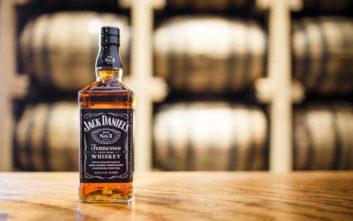 Μια βραδιά στο μπαρ συντροφιά με το Jack Daniel's