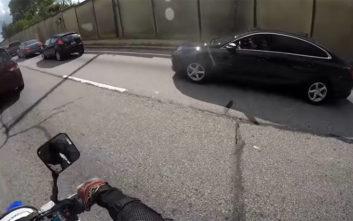 Ζήτησε από τον μοτοσικλετιστή να κάνει σούζα, το πλήρωσε με τρακάρισμα