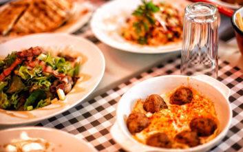 Πού τρως απεριόριστα φαγητό στην πόλη από 10 ευρώ