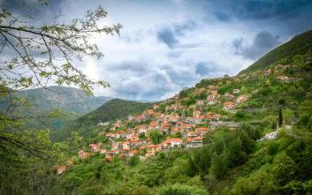 Το «κρεμαστό χωριό της Πελοποννήσου» με την ένδοξη ιστορία