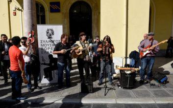 Ο Μανού Τσάο στη διαμαρτυρία για τη μουσικό στη Θεσσαλονίκη