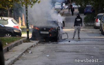 Επεισόδια έξω από το Πολυτεχνείο, αυτοκίνητο πήρε φωτιά