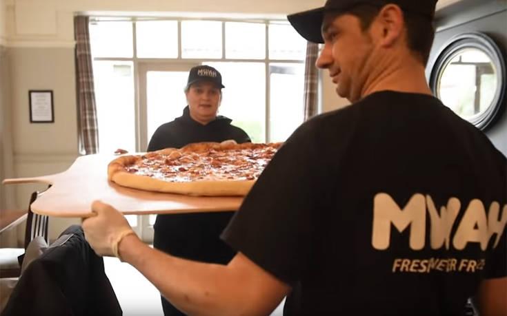 Κανείς δεν μπορεί να φάει αυτή την πίτσα του ενός μέτρου!
