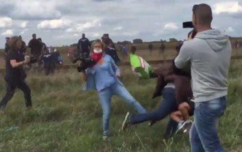 Απαλλάχθηκε η δημοσιογράφος που είχε κλωτσήσει μετανάστες στα σύνορα Ουγγαρίας- Σερβίας