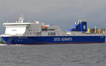 Φωτιά σε πλοίο με εκατοντάδες επιβάτες στη Βαλτική