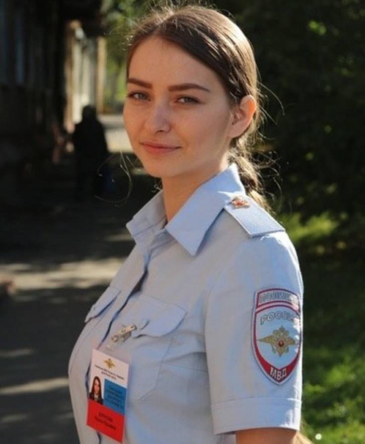 Ρωσική κορίτσι όργιο ένας τύπος να πάρει μια πίπα