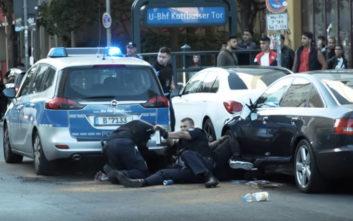 Αστυνομικοί στο Βερολίνο χτυπούν άγρια άοπλο μαύρο άνδρα