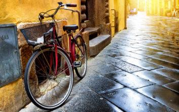 Την κορόιδεψε ότι είναι πολύ μεγάλη για να κάνει ποδήλατο και πήρε την απάντησή της