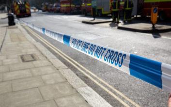 Νεαρός σκοτώθηκε όταν τον πάτησε αυτοκίνητο, περιπολικό και ασθενοφόρο