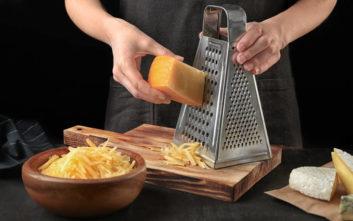 Μήπως τόσο καιρό τρίβατε το τυρί λάθος;
