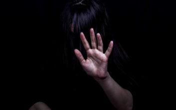 Κρατούσε τη γυναίκα του φυλακισμένη, τη «νοίκιαζε» σε βιαστές και την τάιζε αηδιαστικά σάντουιτς