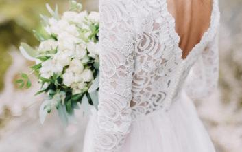 Φόρεσε το νυφικό της και πήγε στο τάφο του αγαπημένου της τη μέρα του γάμου τους