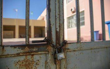 Άνοιξαν τα σχολεία: Αντί για αγιασμό... κατάληψη στην Πετρούπολη