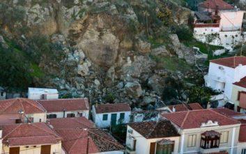 Εκκενώνεται τμήμα του οικισμού του Πλωμαρίου μετά τις κατολισθήσεις