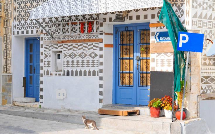 Το «ζωγραφιστό χωριό» με το μοναδικό διάκοσμο