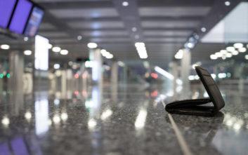 Όχι μόνο βρήκε το πορτοφόλι που έχασε σε πτήση, αλλά είχε και παραπάνω λεφτά μέσα
