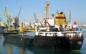 Προσάραξη φορτηγού πλοίου σε βραχώδη περιοχή της Λευκάδας