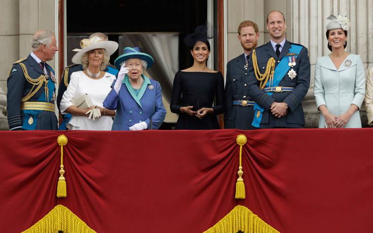 Οι φωτογραφίες της βασιλικής οικογένειας για τα γενέθλια του Κάρολου