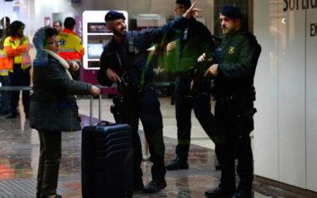 Αγκράφα ζώνης που έμοιαζε με χειροβομβίδα προκάλεσε τον συναγερμό στην Ισπανία