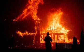 Ατελείωτος θρήνος για την πιο πολύνεκρη πυρκαγιά στην ιστορία των ΗΠΑ