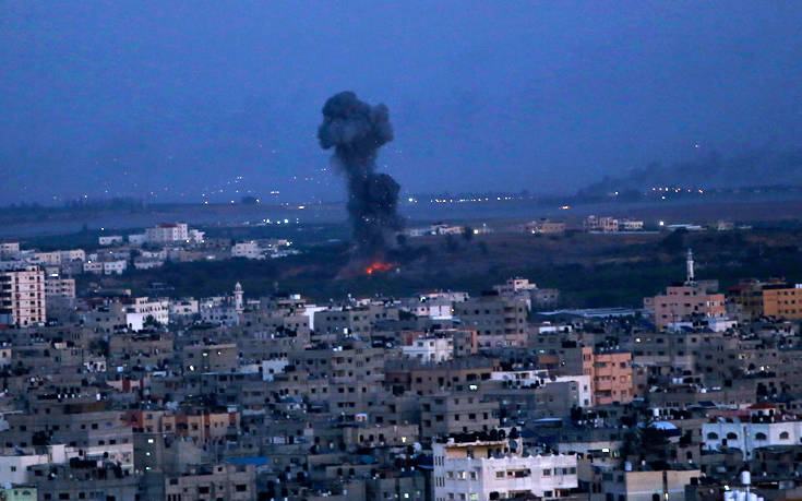 Παλαιστίνιοι εκτόξευσαν δεκάδες ρουκέτες από τη Γάζα
