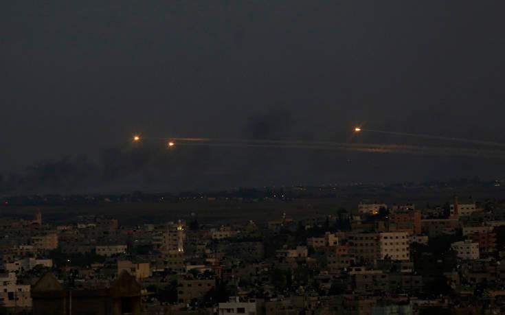 Η αεροπορία του Ισραήλ βομβάρδισε πριν από λίγο τη Γάζα