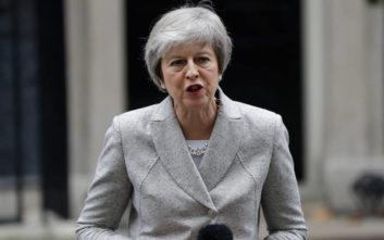 Την πρόταση Κόρμπιν για τελωνειακή ένωση με την ΕΕ απέκλεισε η Μέι