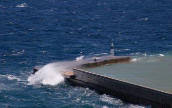 Καιρός: Προβλήματα στα δρομολόγια των πλοίων λόγω των θυελλωδών ανέμων