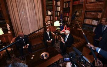 Ο Ολάντ και το «ιστορικό τηλεφώνημα» από τον Παυλόπουλο το 2015