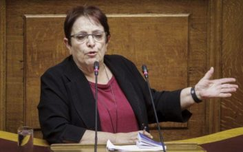 Παπαρήγα: Αυτό το Σύνταγμα μπορεί να χωρέσει το μεγαλύτερο ξεγέλασμα του λαού