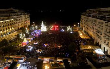 Ο Μπουτάρης άναψε το χριστουγεννιάτικο δέντρο στην Πλατεία Αριστοτέλους