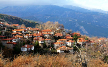 Συγκλονιστική θέα σε κάποια από τα πιο γραφικά χωριά της Ελλάδας