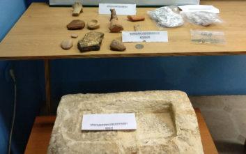 Χειροπέδες για ναρκωτικά και αρχαία στη Ροδόπη