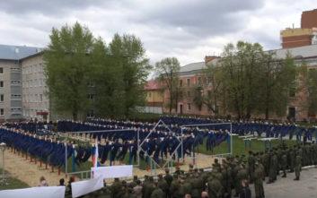 Στη Ρωσία έσπασαν το ρεκόρ τους κάνοντας ομαδικές έλξεις