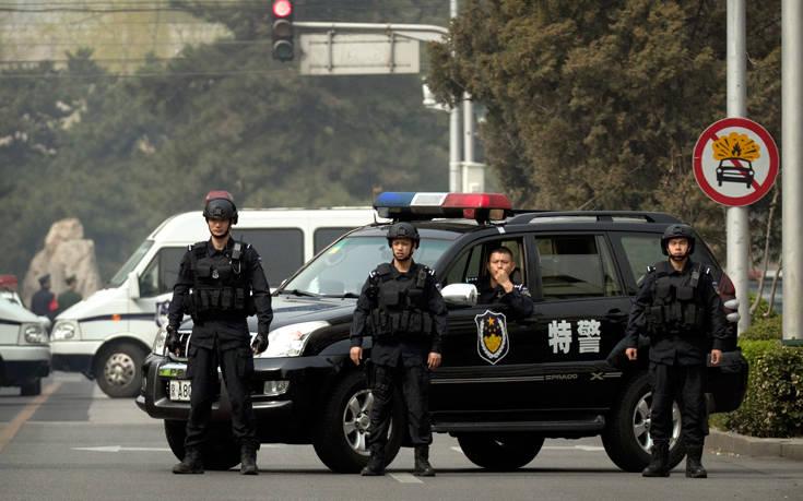 Οδηγός έριξε αυτοκίνητο πάνω στο πλήθος στην Κίνα, τουλάχιστον έξι νεκροί
