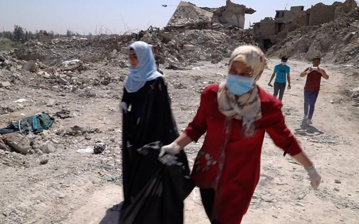 Περισσότερους από 200 ομαδικούς τάφους άφησε πίσω του το Ισλαμικό Κράτος στο Ιράκ