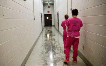 Πώς μια γυναίκα που έκρυψε ναρκωτικά στον κόλπο της έφτασε να κατηγορείται για φόνο