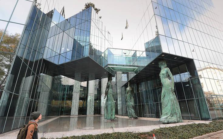 Επιστρέφουν στη δουλειά οι Πολωνοί δικαστικοί που συνταξιοδοτήθηκαν «με το ζόρι»